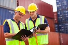 Recipiente dos trabalhadores do porto Fotos de Stock