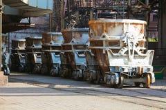 Recipientes da estrada de ferro para o metal líquido Imagens de Stock