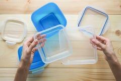 Recipientes de armazenamento plásticos vazios do alimento o conceito do armazenamento a longo prazo dos produtos imagens de stock