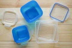 Recipientes de armazenamento plásticos vazios do alimento o conceito do armazenamento a longo prazo dos produtos foto de stock royalty free