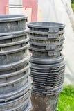Recipientes de jardinagem do plástico grande empilhados em se Imagens de Stock