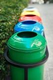 Recipientes de lixo coloridos para a separação do lixo Foto de Stock Royalty Free