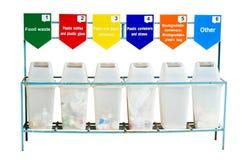 6 recipientes de lixo para a separação do lixo Imagem de Stock Royalty Free