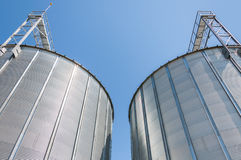 Recipientes do silo de grão Foto de Stock Royalty Free