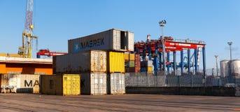 Recipientes e guindastes no porto comercial Fotografia de Stock Royalty Free