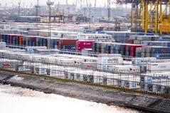 Recipientes em um grande porto marítimo Imagem de Stock Royalty Free