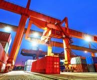 Recipientes industriais de Hong Kong no cais Foto de Stock Royalty Free