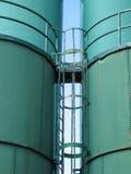 Recipientes industriais gigantes, silos Imagens de Stock