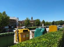 Recipientes para residuos para reciclar Imagen de archivo libre de regalías