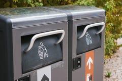 Recipienti astuti moderni Raccolta dei rifiuti Raccolta separata di immondizia e di spreco biodegradabile Fotografia Stock