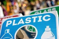 Recipienti di riciclaggio all'evento pubblico di festival Immagini Stock