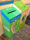 Recipienti di riciclaggio dei rifiuti Fotografie Stock Libere da Diritti