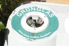 Recipienti di riciclaggio per i glas Immagine Stock