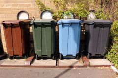 Recipienti di riciclaggio di plastica Fotografia Stock Libera da Diritti