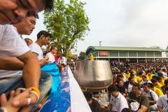 Recitação das mantras e bênção dos participantes Wai Kroo Fotos de Stock