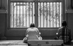 Recitar a Holly Quran. Fotos de archivo