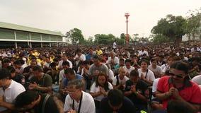 Recitatie van mantras en zegen de Hoofddag van van deelnemerswai kroo (Luang Por Phern) stock footage