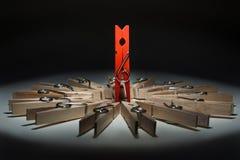 Reclame van houten wasknijpers Stock Foto