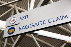 Reclamo di bagaglio & segno dell'uscita fotografie stock