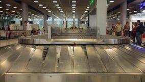Reclamo di bagaglio dell'aeroporto video d archivio