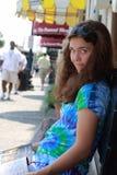 Reclinación adolescente de la muchacha Fotografía de archivo libre de regalías