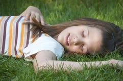 Reclinación bastante joven del adolescente Fotos de archivo libres de regalías