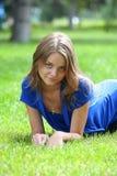 Reclinación de la chica joven Imágenes de archivo libres de regalías