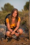 Reclinación de la chica joven Foto de archivo
