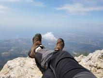 Reclinación encima de la montaña en Marbella España Fotos de archivo