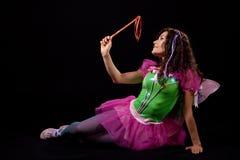 Reclined felika spelrum med henne magisk wand Arkivfoto