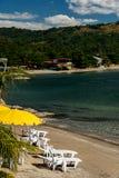 Recliners auf Strand Lizenzfreies Stockfoto