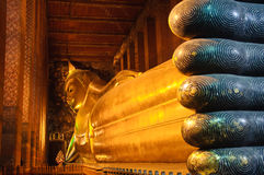 Reclining buddha statue Stock Photography