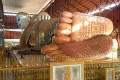 reclining för buddha fotspår Royaltyfria Bilder
