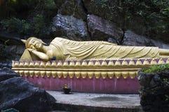 reclining för buddha luangprabang Arkivfoto