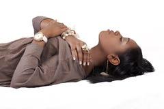 reclining kvinnabarn för afrikansk amerikan arkivbilder