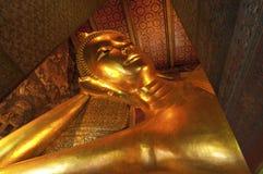 reclining wat för stor buddha guld- bildpho Royaltyfri Bild