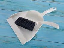 Recogedor de polvo y cepillo para limpiar Imagen de archivo