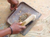 Recogedor de polvo y escoba Imagen de archivo libre de regalías