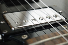 Recogida de la guitarra p90 en la posición del cuello imágenes de archivo libres de regalías