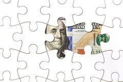 Recogida del billete de banco del dólar con el rompecabezas Fotografía de archivo libre de regalías