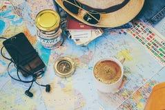 Recoja una maleta en un viaje fotos de archivo