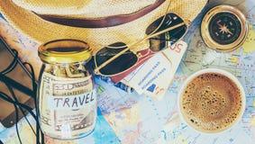 Recoja una maleta en un viaje imágenes de archivo libres de regalías