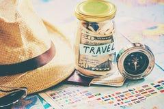 Recoja una maleta en un viaje fotografía de archivo libre de regalías