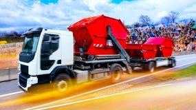 Recolección de basura camión del camión de basura fotos de archivo libres de regalías