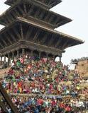 Recolectando en el cuadrado de Katmandu Durbar en el festival, Nepal Imágenes de archivo libres de regalías