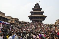 Recolectando en el cuadrado de Katmandu Durbar en el festival, Nepal Imagen de archivo libre de regalías