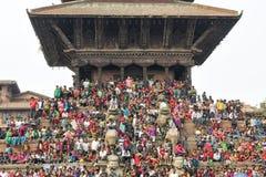 Recolectando en el cuadrado de Katmandu Durbar en el festival, Nepal Fotos de archivo