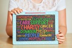 Recolha doações do fundraiser para o projeto da caridade foto de stock
