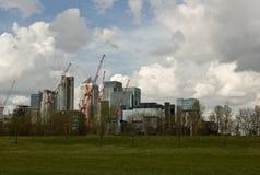 Recolhimento das nuvens sobre o cais amarelo Imagens de Stock Royalty Free