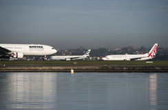 Recolhimento dos aviões no alcatrão, aeroporto de Kingsford-Smith sydney Fotos de Stock Royalty Free